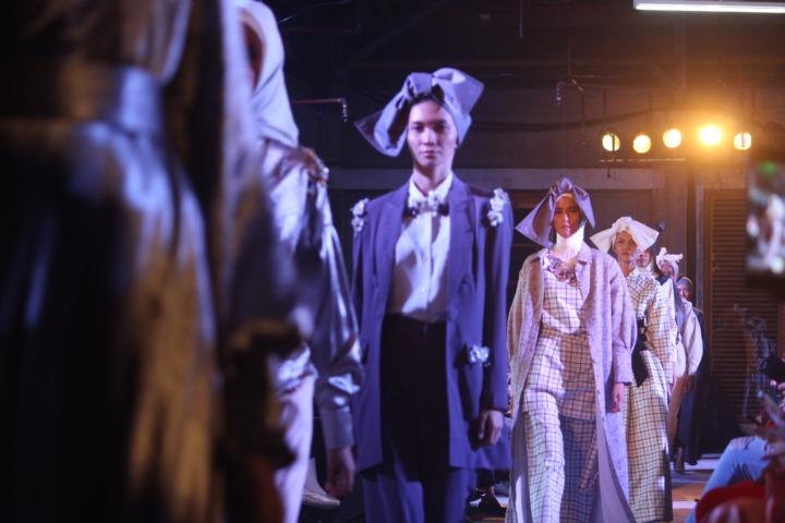 Desfiles de moda costumam utilizar fórmulas de lançamento.